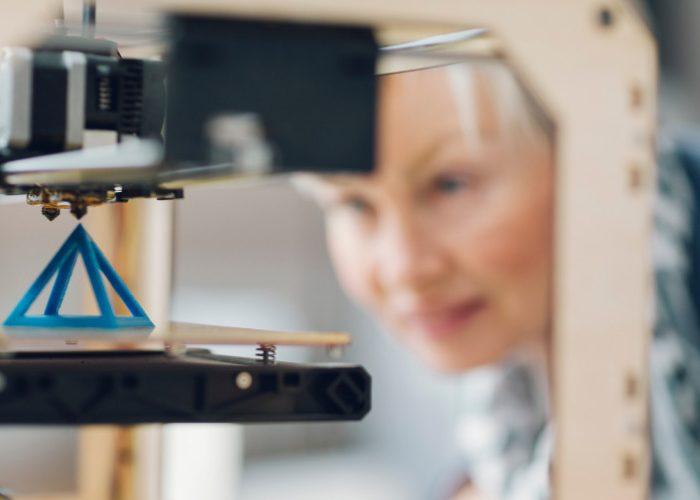 Woman-3D-printer
